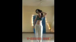 A girl Showing Her big boobes || Hot big boobes|| Belly Dance