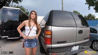 Roadside – Teen Fucks The Mechanic For Discount